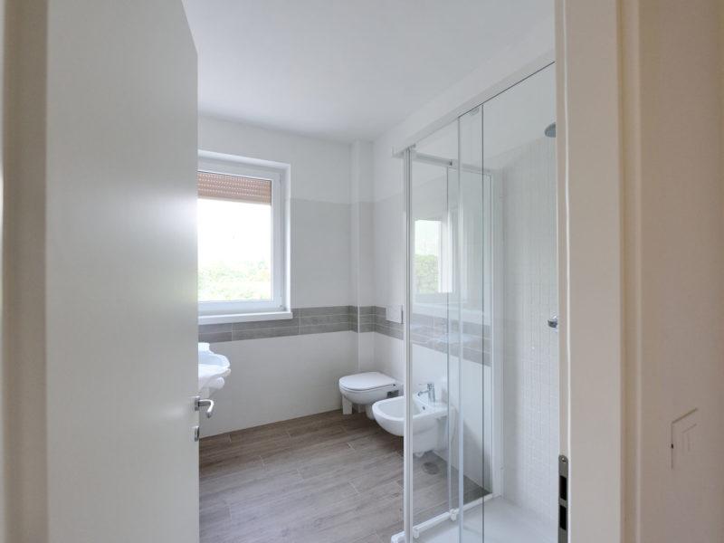 Agritur-Il-Melograno-Arco-living-apartment-melograno-bath